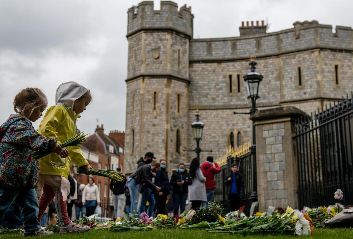 Flowers to bid farewell to Prince Philip: Mourners in front of Windsor Castle.