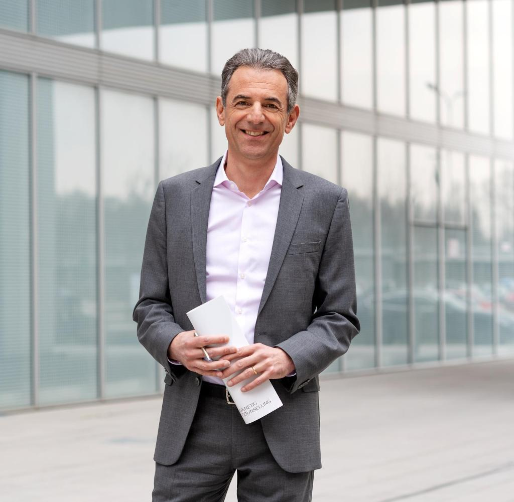 Matthew Floriani has been the Head of Laboratories Group Synlab since April 2018. Former McKinsey consultant worked at the French oil company Total and the German logistics company DHL
