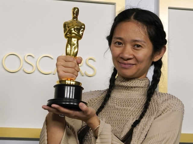 A woman holding an Oscar