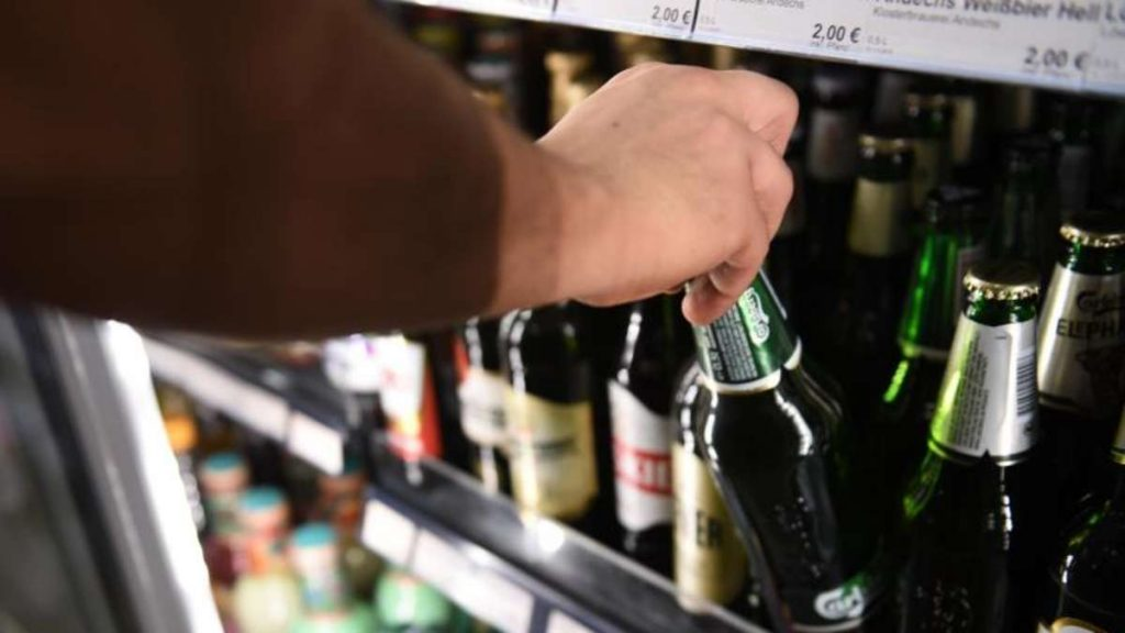 Alcohol after vaccination against Corona: a two-month ban?  An expert warns against drinking too early
