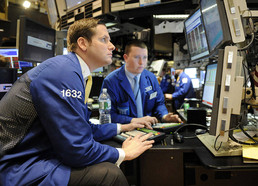 Closing Bell: New US Stock Exchanges with New Records - Strong US Economic Data - United Health and Dell Top - US Airlines Under Pressure