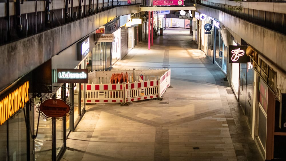 Corona emergency brakes: German streets are disinfected due to the curfew
