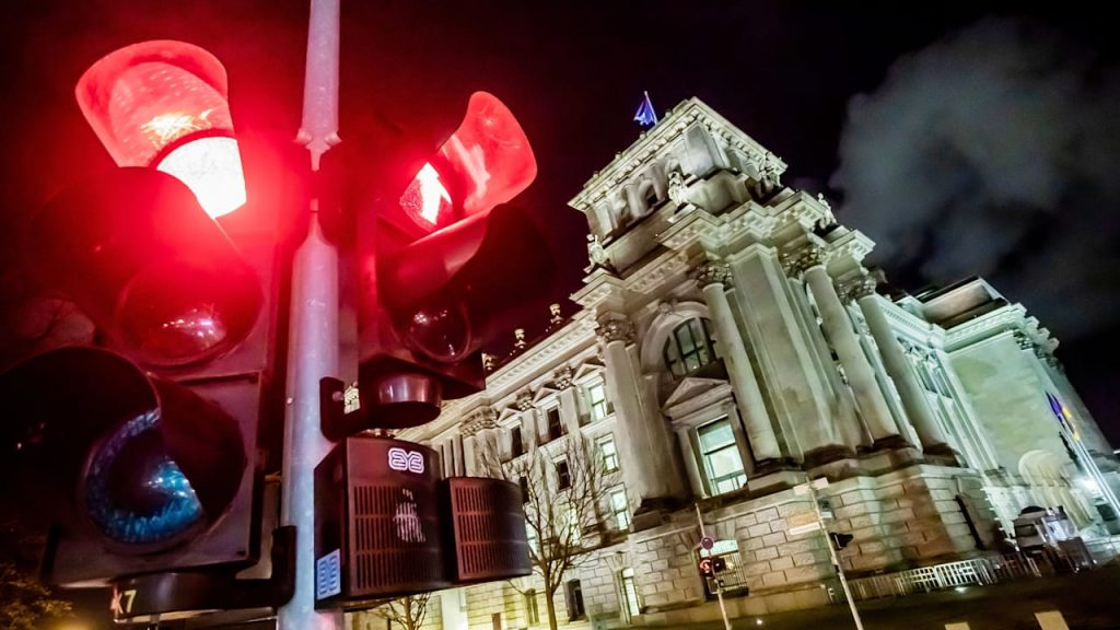 Corona red traffic lights: Approximately 1,300 new cases of corona in Berlin |  regional