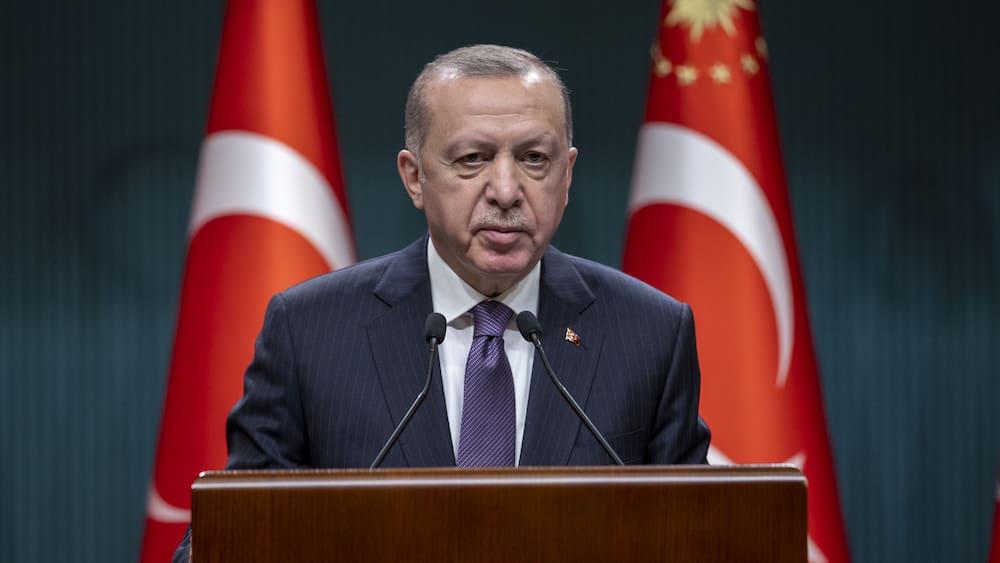 Erdogan puts Turkey into lockdown