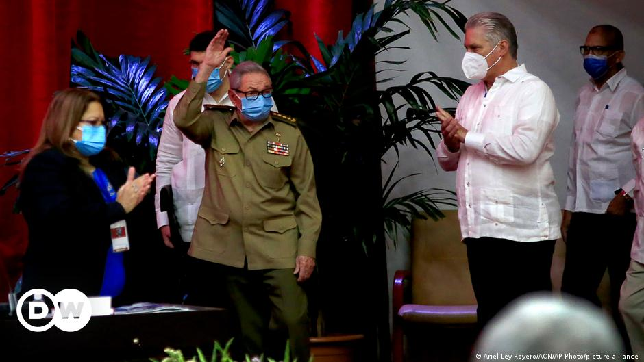 The End of Castro's Reign in Cuba |  Offline America |  DW