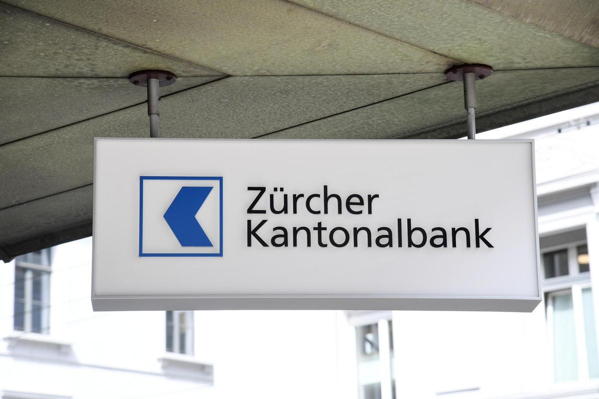 ZKB is closing five branches and redesigning the existing ones, such as the one at Untertor in the old town of Winterthur.