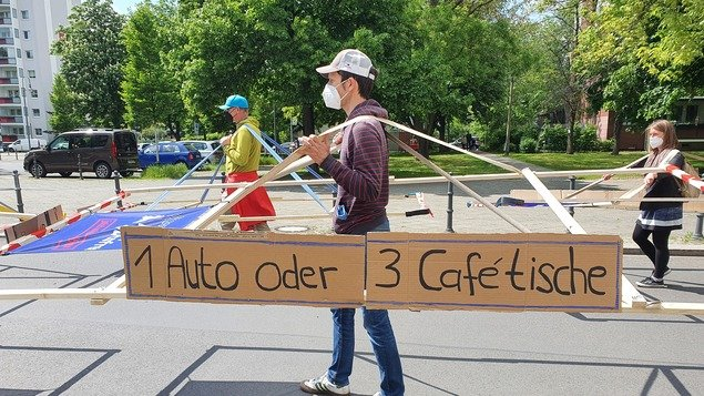 """""""Free spaces instead of sheet metal desert"""": About 200 people demonstrated to reduce car traffic - Berlin"""