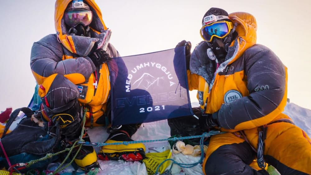 Icelanders climb Mount Everest despite infection with the Coronavirus