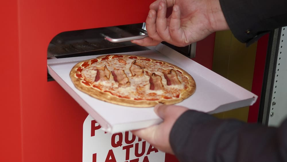Mama Mia!  Italy is grappling with a pizza machine