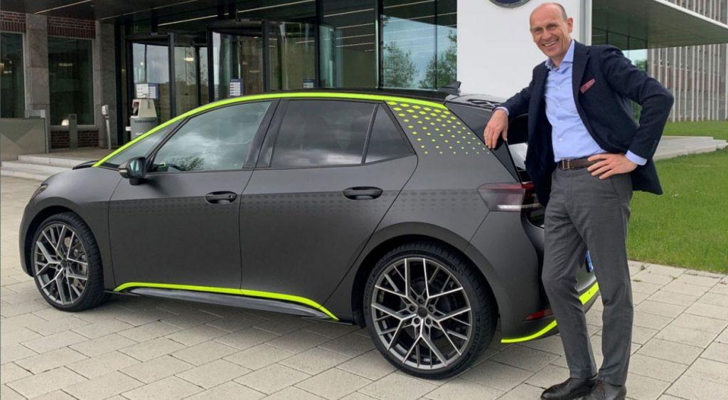 "Volkswagen displays electric sports car ""ID.X"""