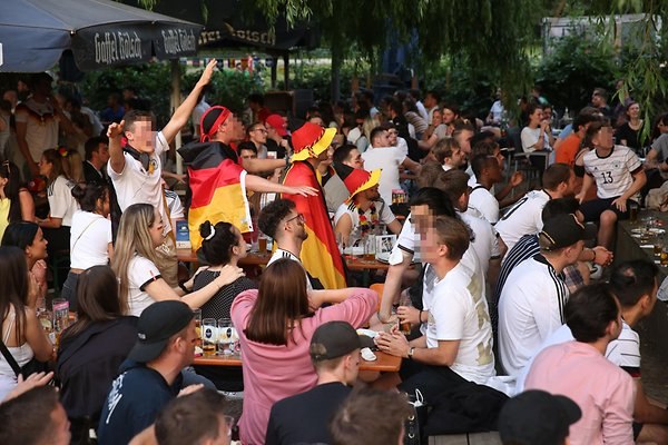 Aachner Weiher beer garden 2 blocks