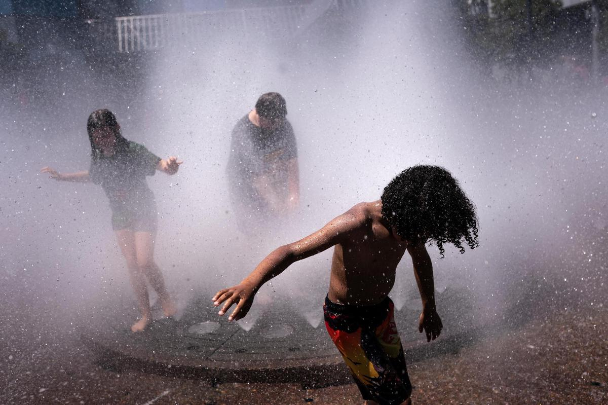 Children playing at Salmon Springs Fountain (Portland, Oregon, June 27, 2021).