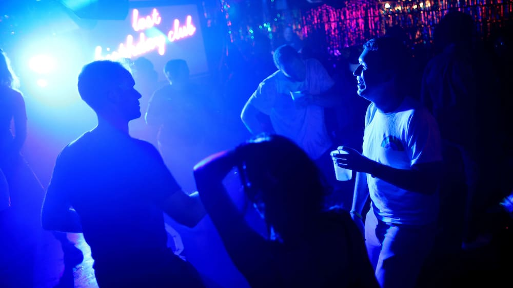 Can discos in Stuttgart reopen thanks to remote tracking devices?