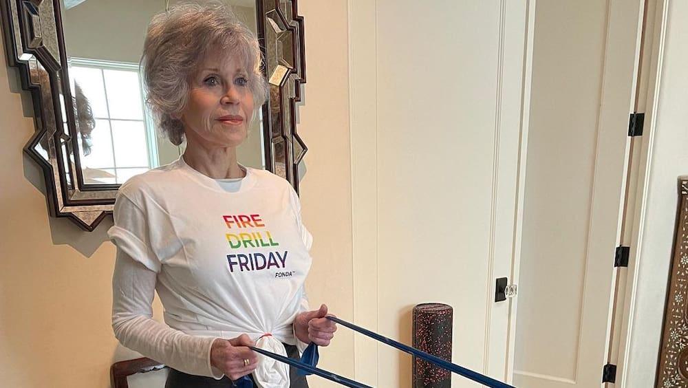 Jane Fonda shows up for resistance training