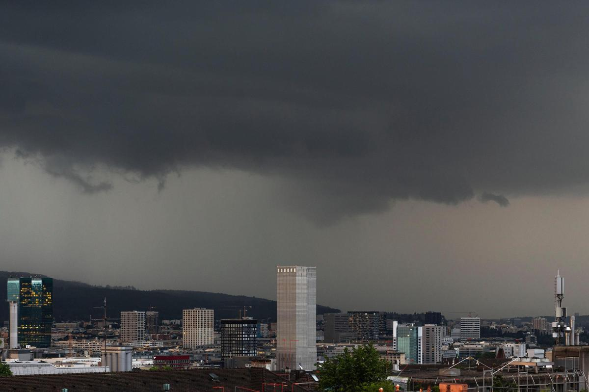 On June 23, a thunder cell moved over the city of Zurich.