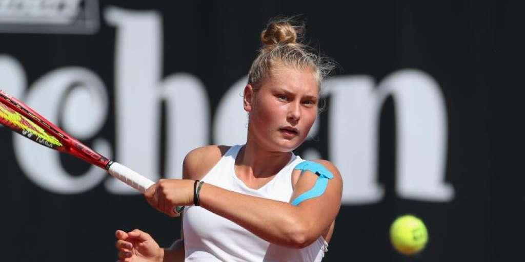 German tennis youngster Schenck qualifies for Wimbledon final