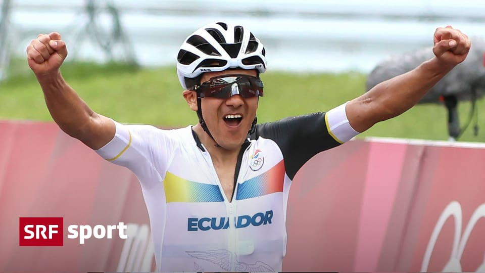 Olympic road race - Carapaz snatches gold by Van Aert and Pojjar