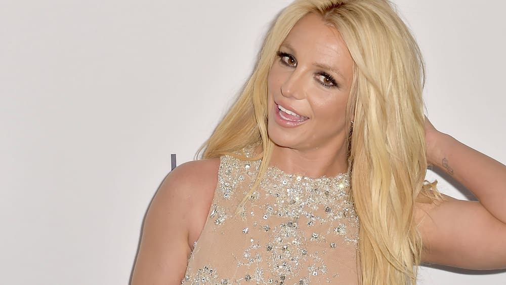 Britney Spears is allowed to drive herself