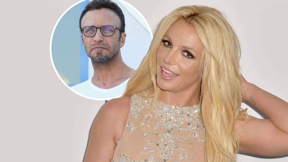 Britney Spears wants to retire, her manager has resigned