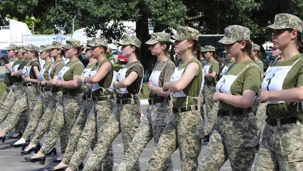 Ukraine argues over organizing a march for soldiers in high heels