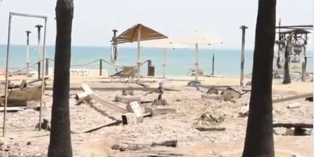 Wildfires rage on holiday beaches on the Mediterranean