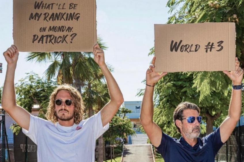 Stefanos Tsitsipas nimmt Rafael Nadals Platz 3 ein und feiert mit Mouratoglou