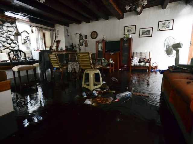 One room under the water.  The water is dark in colour.