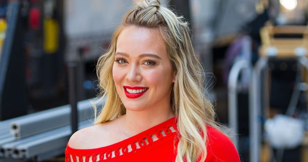 Hilary Duff is looking for the father of her son