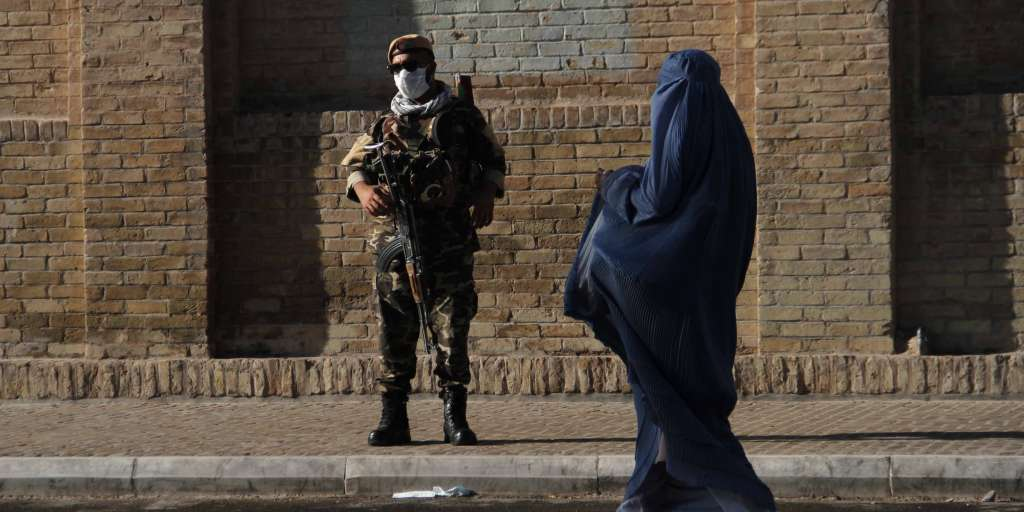 Taliban shoot Afghan women in the street without a burqa