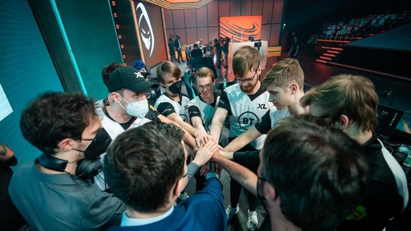 E-Sports - Three teams compete for the remaining spot in the LEC Playoffs - Sports