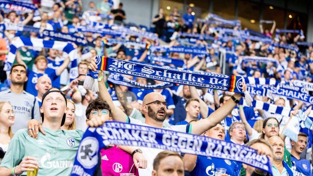 Regensburg vs.  Schalke 04 Live: Broadcasting today on TV and live