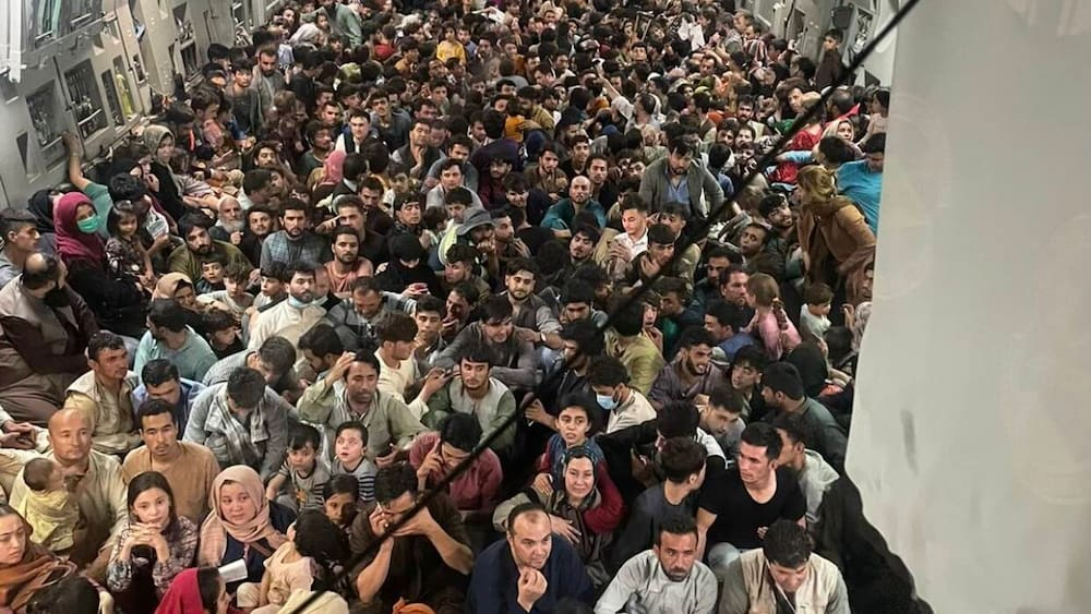 The crew of the evacuation flight in Afghanistan: 823 people on board