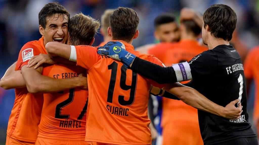 Top scorer Aue Härtel - The ball gets a special place - 2nd Bundesliga