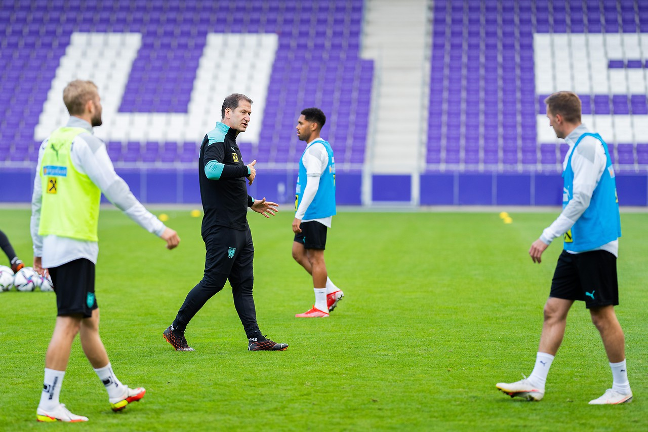 Coach Franco Fouda with the players