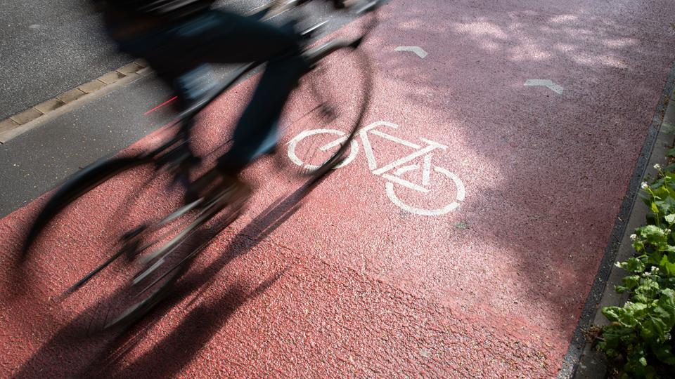 Drivers must give way to cyclists in Darmstadt    hessenschau.de