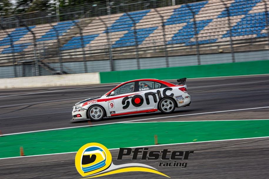 Heimrennen am Lausitzring: Cottbuser Rennfahrer Marco Bedrich rast auf Platz 5