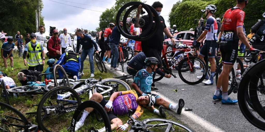 A spectator in court due to a serious mass fall at the Tour de France