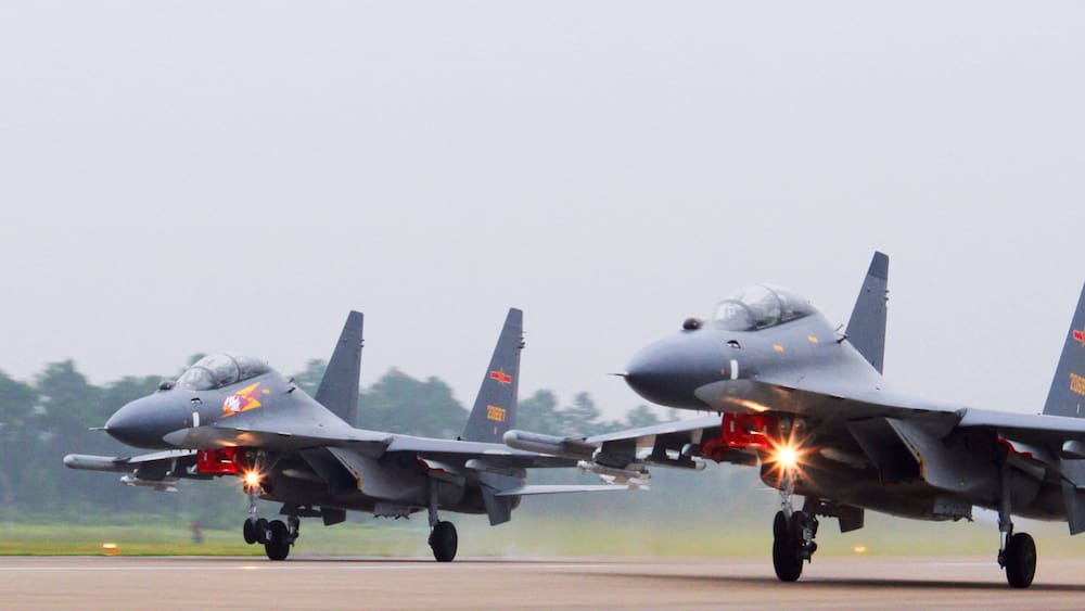 China flies fighter planes over Taiwan - the United States of America is on alert