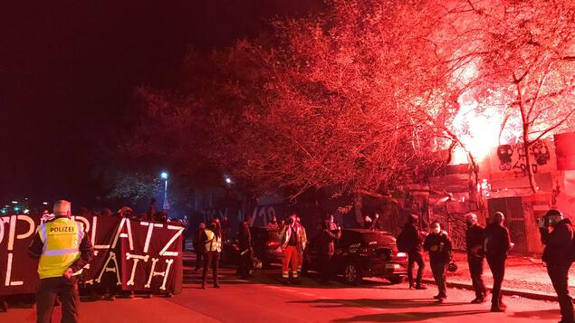 """""""It's time to take our anger out into the street"""": The """"Defend Köpi-Platz"""" rally with hundreds of participants has ended - Berlin"""
