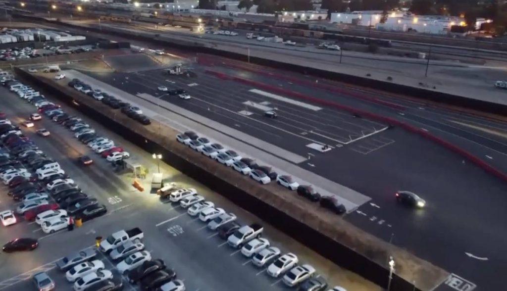 tesla parkplatz fremont drohne model-x